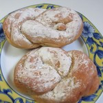 山里の自然なパン エンゼル - ふすまパン2個278円。  小麦のふすまとタンパクに大麦粉と大豆粉を加えた低糖質、高食物繊維、高たんぱくが特長のパンなんで糖質制限の方にピッタリのパンです。