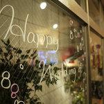 麦犬 - 窓ガラスにメッセージを書いてくれます