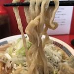 ジャンプ - 【2017.10.28】ツルッとした麺肌のモッチリ縮れ太麺。