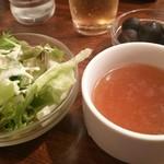 ステーキのくいしんぼ - スモールサラダ、コンソメスープ。