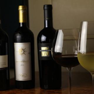 お食事の席を華やかにするワインなど、ドリンク多数ご用意○