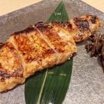 五代目 花山うどん - 麦豚の味噌漬け焼き 950円 むっちりした肉質の豚肉は弾力があって旨味もしっかり!