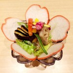 75598713 - 花山サラダ ハーフ 550円                       お花が咲いてます!フォトジェニック♡