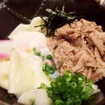五代目 花山うどん - 鬼釜のアップ お肉もたっぷりで嬉しい!