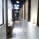 IKARIYA BEIKA KYOTO - お店に入ると天井の高さにビックリ
