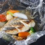 レストラン クララ - 【封を開けると魚と野菜の香りが溢れ出るコース】メイン