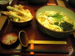 杵屋 京都パセオダイゴロー店 - うどん、天丼のセットです