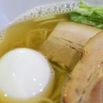 ラーメン HARU - 塩煮干しらーめん(塩味玉トッピング)
