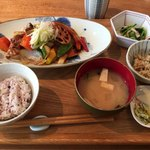 キャトルセゾン 旬 - 野菜たっぷり黒酢酢豚 1200円