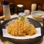 とん太 - 特ロースかつ定食(2160円)