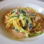 イタリアンキッチン いしかわ - 紅ズワイガニと菜花のクリームソース フィットチーネ。