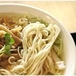 75629113 - 色白なで細身の麺。めっちゃスープの絡みが良いです。