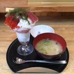 魚楽 - パフェ?みたいな寿司  ¥890  味噌汁  ¥80
