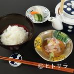 壱 - その日仕入れられる新鮮な天然鯛を贅沢に使用。濃厚な胡麻醤油とシンプルなお出汁がたまらない『鯛茶漬け』
