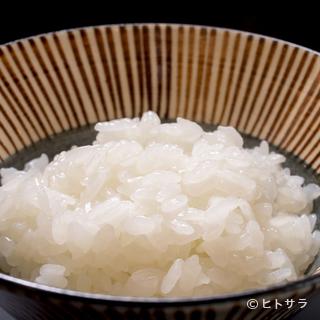 釜炊きの煮えばなをご提供。お米がごはんに変わる瞬間の風味を