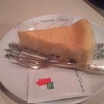 75637487 - レーズンが入ったチーズケーキ 450円
