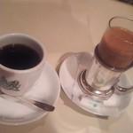 75637495 - コーヒーとミルクティー