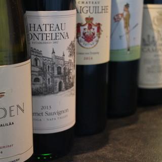 フランス産を中心に100種類のワインを常備