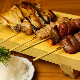 シャモロックと日本三大地鶏を使った串焼きは、絶品○