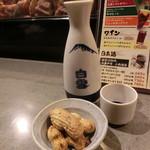 75643609 - 日本酒 白雪丹波伝承 二合(熱燗)、お通し