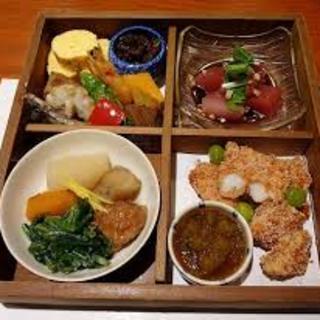 高級料亭の味を夜ではなくて、昼間に頂ける贅沢なお弁当