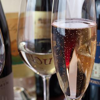 ソムリエ厳選ワイン100種~♪約60種の飲み放題コースあり◎
