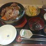 焼肉 椿山 - 料理写真:カルビ石焼ビビンバ(スープ、サラダ、キムチ) 1,620円