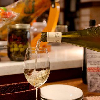 ワインのことなら全てソムリエ田中にお任せください!