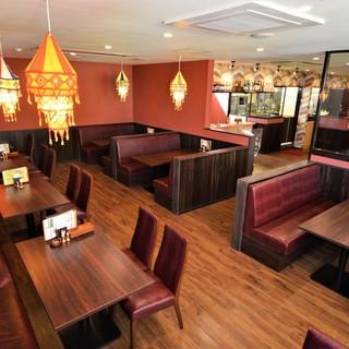広々とした店内・ネパールの調度品..専門店が西尾にオープン!
