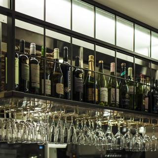 日曜、月曜日にご来店のお客様にワインボトルをサービス‼︎