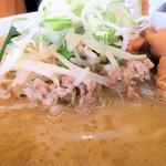 もつ煮 太郎 - もやし・挽き肉