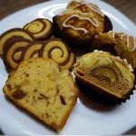 ココル - (左上)くるくるクッキー (右上)マロンパイ (下)いちじくとクランベリーのパウンドケーキ