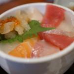 海鮮処 兄弟 - Aランチの海鮮丼