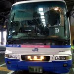 手打うどん 松岡 - 朝の6時50分初の高松行きのバスです。 朝一番のバスなんですよ。 今回は、桜橋口からJRバスで行きます。