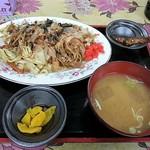 食堂ヨシダ - 料理写真:焼そば 600円