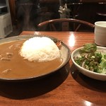 じょっぴんや - カレー、サラダ、これにコーヒーが付いて1550円です(2017.10.31)