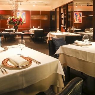 ソーシャルディスタンス完備の空間で安心してお食事楽しめます。