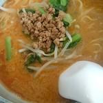 吉田 - 胡麻味噌坦々麺 汁の中にはすり胡麻がいっぱい