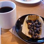 7568833 - お友達が注文した黒豆茶。