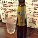 いちまるらーめん - 「ビール」(450円)。飲みながらラーメンを待つのがsuna8流。