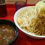 75681384 - つけ麺小 800円  ヤサイ・ニンニク・魚粉