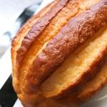 75681773 - ジャージー牛乳のパン