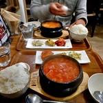 コッテジ - 料理写真:牡蠣入り豆腐チゲ 夜セット(激辛;ご飯大盛り)