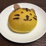 75689279 - 【阪神梅田店限定】とらパン 216円