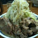 らーめん豚喜 - ラーメン小+ほぐし豚+野菜