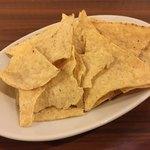肉バル 炭焼きMEAT - トルティーヤチップス(付き出し)