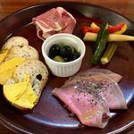 肉バル 炭焼きMEAT - 前菜盛り合わせ