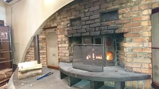 ブランジェ浅野屋 軽井沢旧道本店 - 薪で焚かれている暖炉