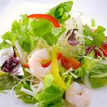 やくしま - プリプリ海老と香草のサラダ
