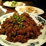 75694949 - 豚ひき肉と玉ねぎの黒炒飯